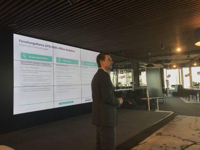 Mitja Jurecic vom Fraunhofer IAO präsentiert den aktuellen Stand zum Thema Office Analytics
